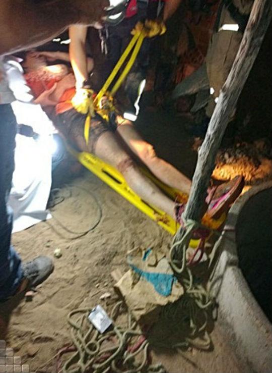 Bombeiros resgatam vítima que caiu em poço
