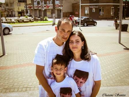 Guilherme ao lado dos pais