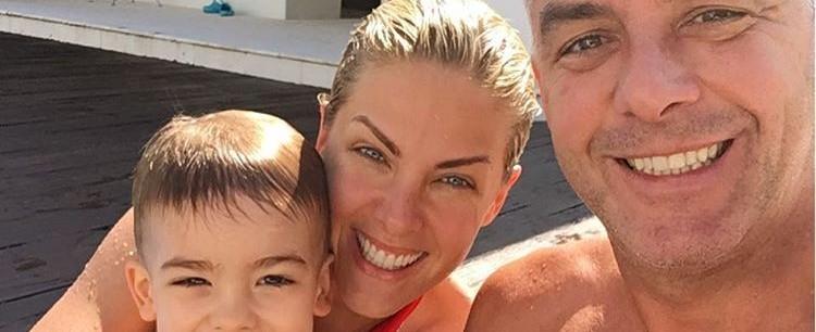 Apresentadora Ana Hickmann curte dia de piscina em família