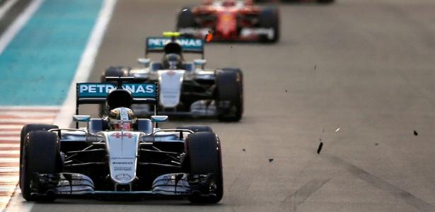 Hamilton vence GP, mas não evita título de Rosberg