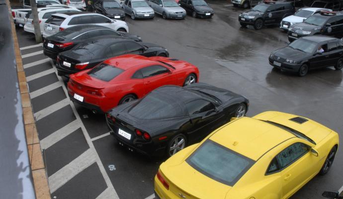 15 carros de luxo foram apreendidos na casa do casal