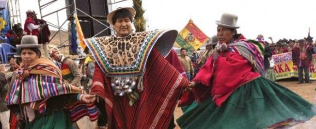 Evo Morales faz dança da chuva por causa da falta de água em La Paz