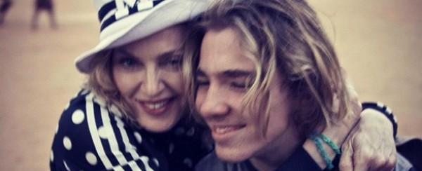 """Filho de Madonna comenta em post: """"Feliz por não morar mais aí"""""""