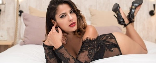 "Gyselle Soares posa de lingerie: ""Sou mais sexy pela manhã"""