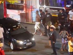Vídeo mostra agressão de guardas municipais a mulher em abordagem