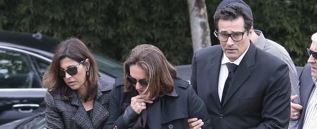 Irmã de Luciano Szafir é velada e sepultada em São Paulo; fotos!
