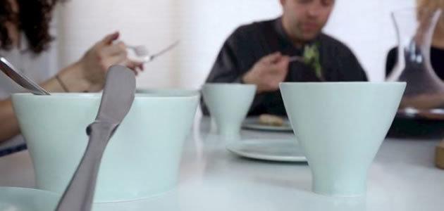 Artista transforma cinzas de pessoas em xícaras
