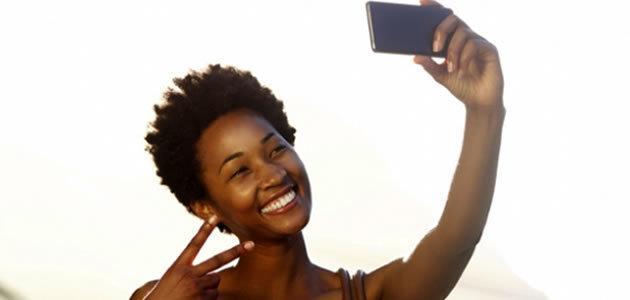 Tirar selfies deixa as pessoas mais felizes