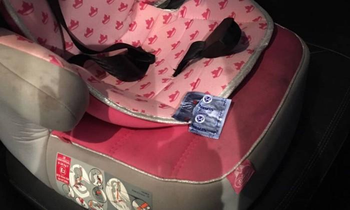 Camisinha foi encontrada dentro de carro (Crédito: João Luiz Todd)