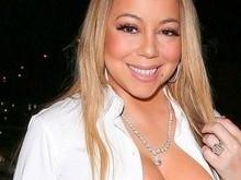 Mariah Carey usa look decotado e acaba mostrando demais em jantar