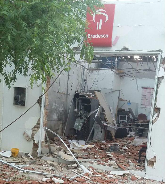 Bando explode caixa do Bradesco em Monsenhor Hipólito (Crédito: Reprodução)