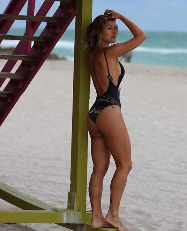 Musa fitness, Gabriela Pugliesi mostra corpão e fãs elogiam