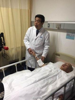 Chinês teve orelha implantada no braço