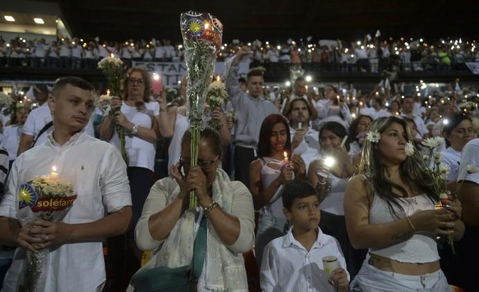 Atlético Nacional presta homenagem à Chape em noite histórica