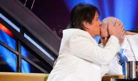 Roberto Carlos participa de Programa do Jô e famosos se emocionam