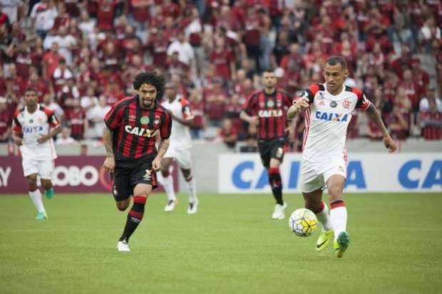 Atlético-PR empata com o Flamengo e garante vaga na Libertadores