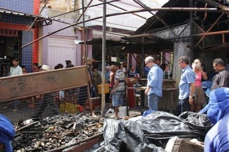 Firmino Filho em visita a àrea atingida pelo incendio (Crédito: Reprodução)