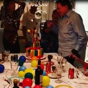 Silvio Santos comemora aniversário de 86 anos com festa em família
