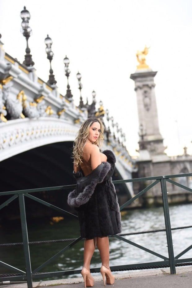 Mulher Melão em Paris (Crédito: Leandro Dias/R2 Assessoria)