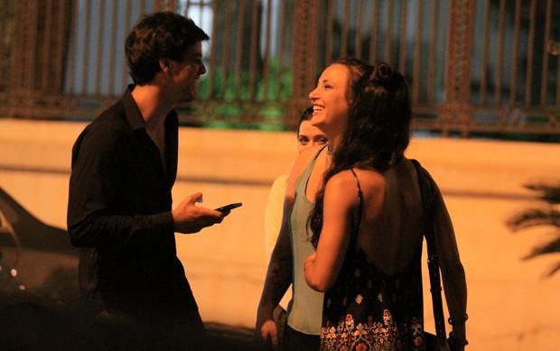 Rodrigo Simas ganha beijão ao sair de boate - Imagem 6