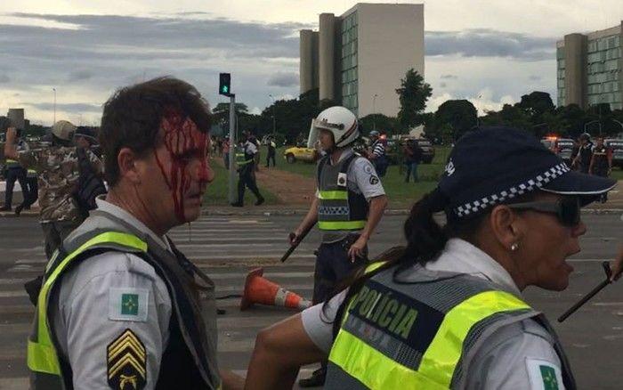 Policial ferido durante confronto com manifestantes na Esplanada dos Ministérios