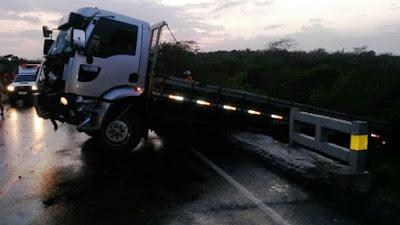 Caminhão envolvido no acidente ocorrido na BR-316 (Crédito: Carlosfilho)