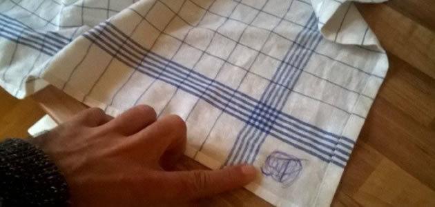 Saiba como tirar manchas de caneta das suas roupas