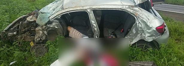 Veículo ficou parcialmente destruído (Crédito: Blogbraga/Repórter Paiva)