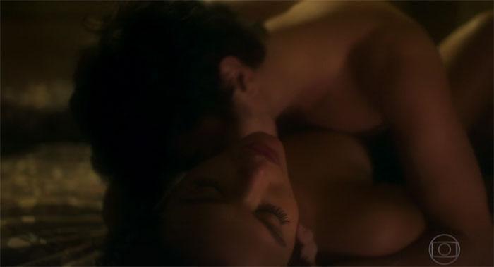 Jesuíta Barbosa e Bruna Marquezine em cenas de sexo  (Crédito: Reprodução/ Globo )