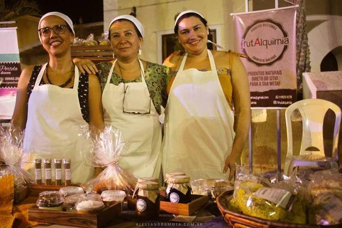 Empreendedoras da Frutalquimia oferecem produtos da fazenda (Crédito: Alessandra Mota)