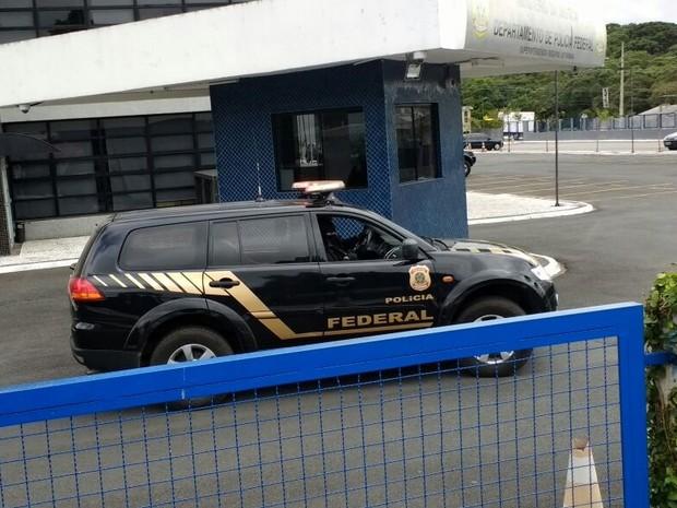 Sérgio Cabral deixa caseragem da Polícia Federal em Curitiba (Crédito: Leando Silva /RPC))
