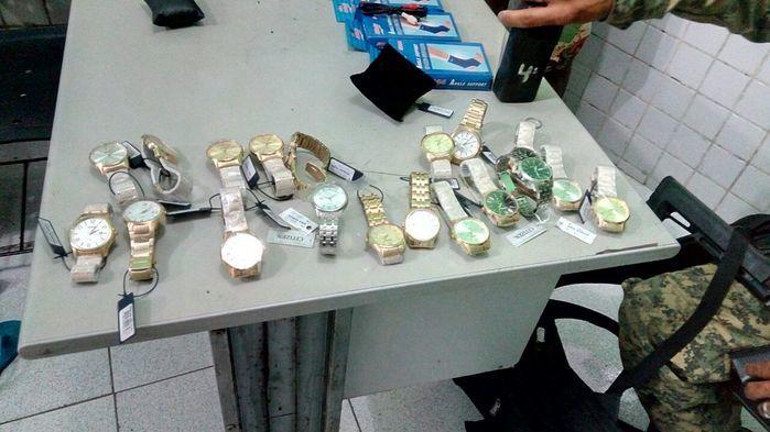 Homem é preso com mercadoria avaliada em R$ 30 mil reais (Crédito: Plantão Policial)