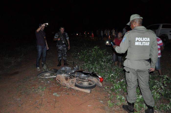 Veículo ficou parcialmente destruído após o acidente