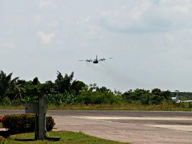 Aeronave decola para o resgate dos corpos das vítimas  (Crédito: Suelen Gonçalves/ G1 AM)