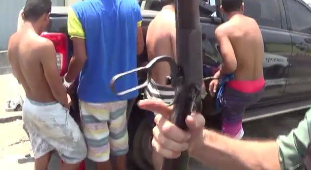 Rifle apreendido com os quatro acusados (Crédito: Rede Meio Norte)