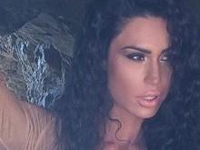Gracyanne Barbosa mostra barriga trincada na internet