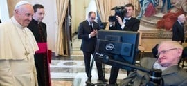 Físico Stephen Hawking é internado na Itália