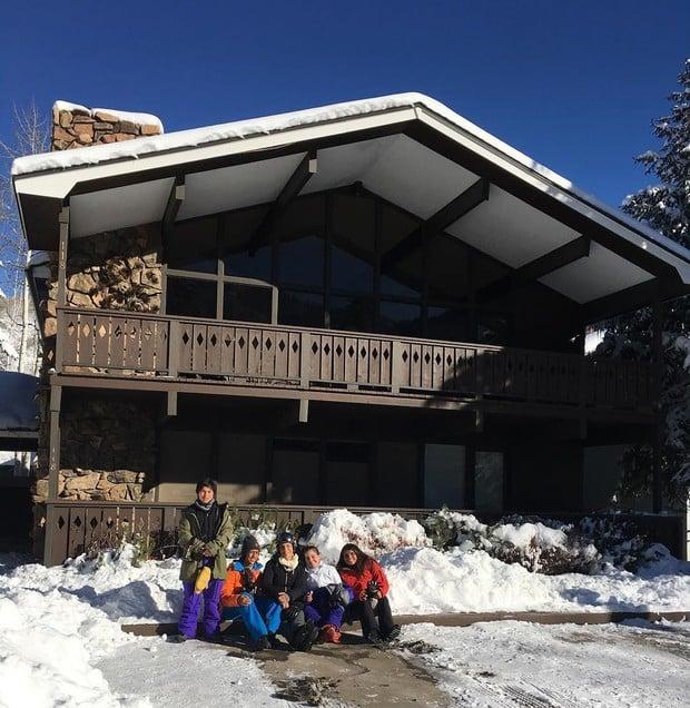 Ivete Sangalo curte férias com a família