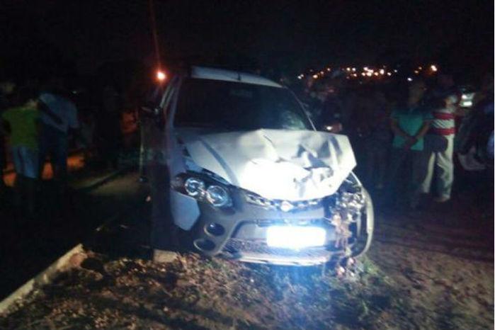 Caminhonete roubada ficou parcialmente destruída (Crédito: Reprodução/Whataspp)