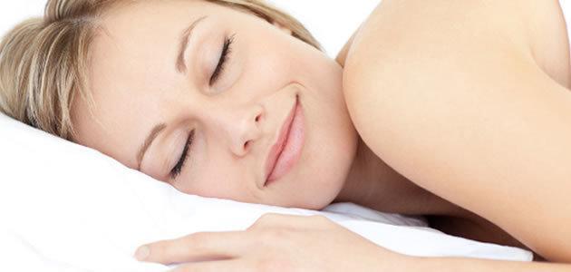 Conheça 5 benefícios de dormir sem roupa