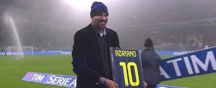 """Adriano recebe homenagem do Inter de Milão: """"Parece sonho"""""""