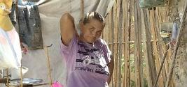 Maria dos Navegantes vive em extrema pobreza na zona norte