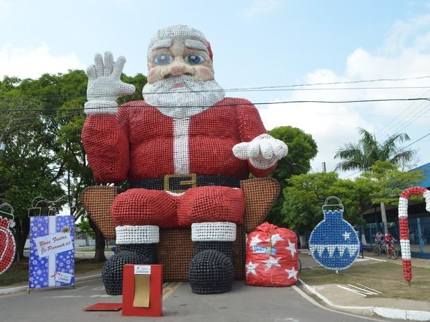 Papai Noel de garrafas pets tem 12 metros de altura (Crédito: Reprodução)