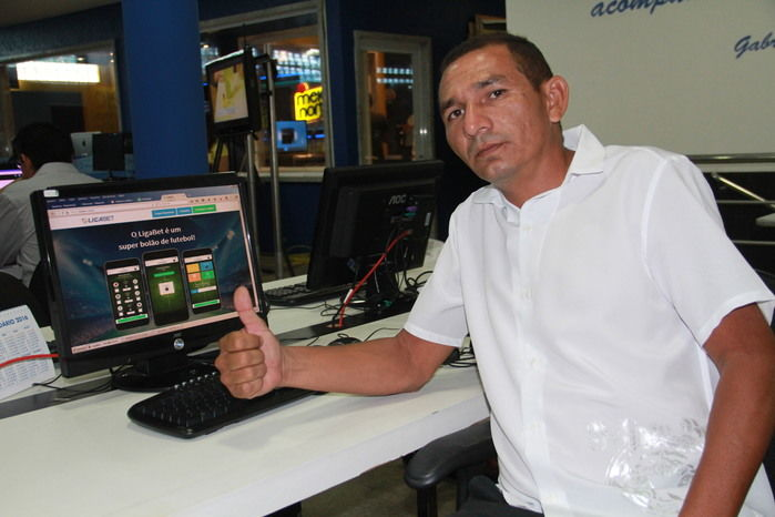 Auxiliar de escritório Denilson Damasceno (Crédito: Ana Cláudia)