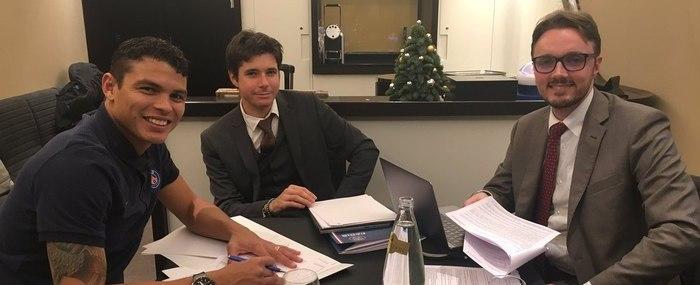 Thiago Silva estende contrato com o Paris Saint-Germain até 2020
