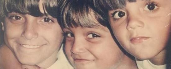 Irmãos Simas repetem foto de infância e ganham elogios na web