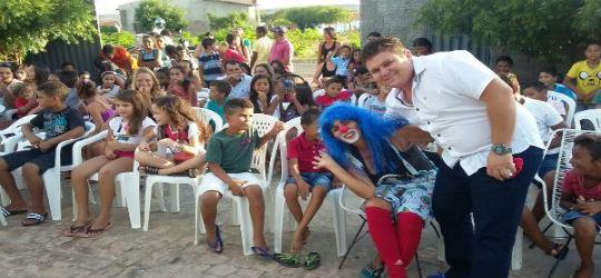 Crianças participam de confraternização com prefeito eleito