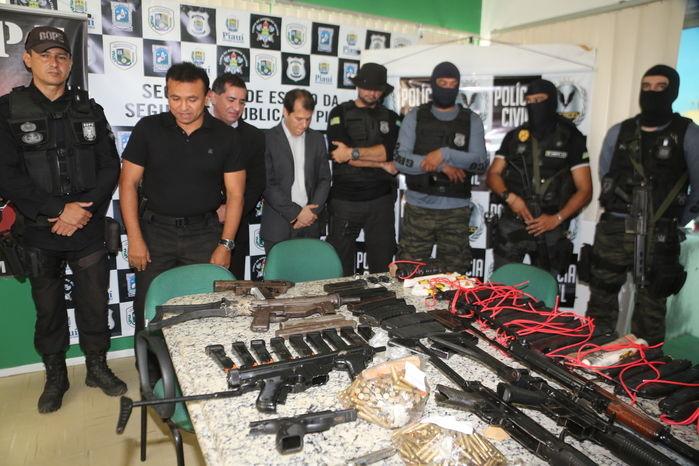 Fuzil russo e pistola turca são apreendidas com assaltantes de bancos no Piauí