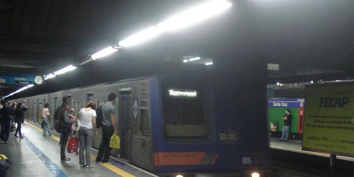 Homem defende gay e é espancado até a morte em estação do Metrô