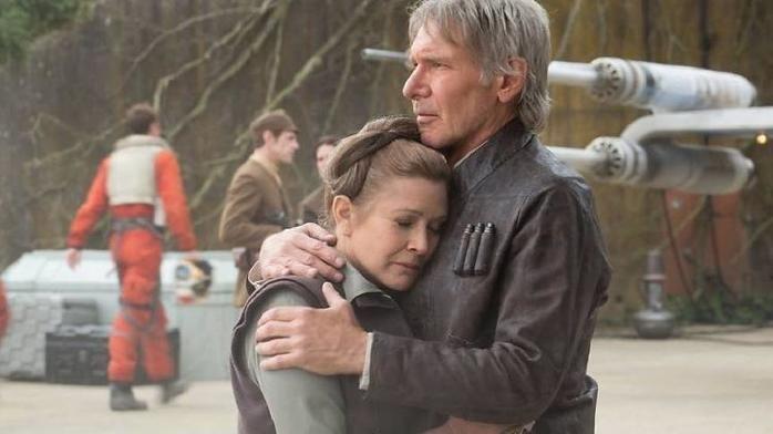 """Carrie Fisher e Harrison Ford em cena de """"Star Wars: O Despertar da Força"""" (2015)"""